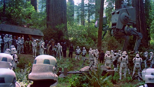 Star Wars 7 gets a woodland battle sequence.